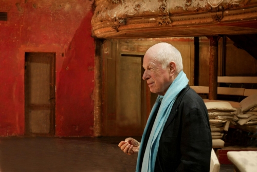 Peter Brook aux Bouffes du Nord de Paris.